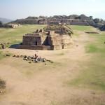 Blick von einer Pyramide auf die gesamte Anlage