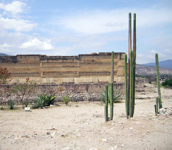 Eingang zu den Ruinen von Mitla
