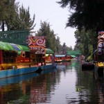 Boot mit Fluss in Xochimilco Mexiko