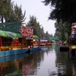 Boot mit Fluss in Xochimilco Mexiko